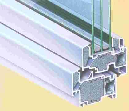 Ruang-ruang dalam profil jendela PVC diisi dengan busa keras polystyrene untuk mendapatkan efek insulasi suhu yang ideal